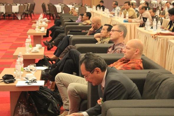 Dekan Faperika UR dan para pembicara seminar ISFM 2013