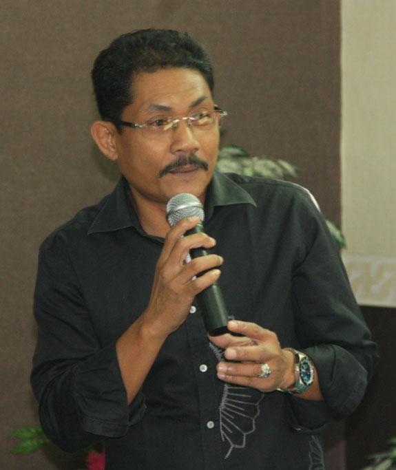 Pembantu Rektor II DR. Yanuar M.Si meberikan sambutan pada Pelatihan Kalibrasi untuk Asistan Lab yang ada di Lingkungan UR