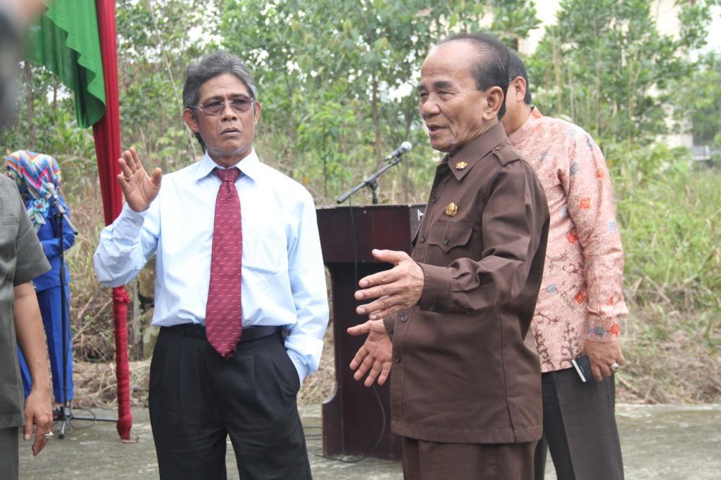 Rektor UR dan Bupati Rohil mengunjungi lokasi Asrama Mahasiswa UR