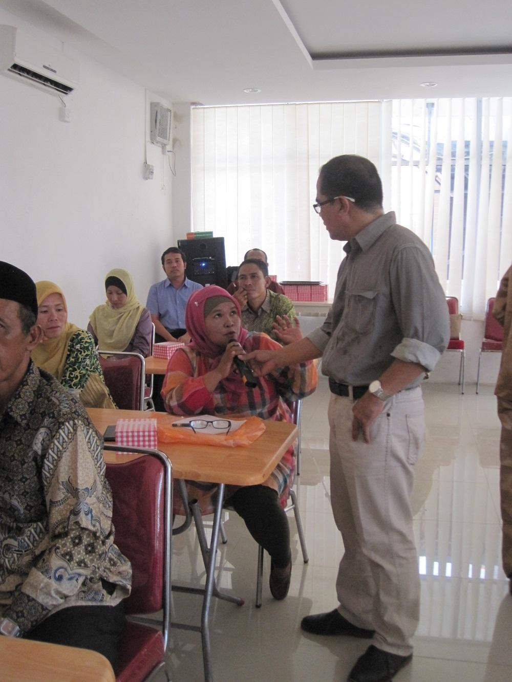 Sesi tanya jawab antara peserta dan pemateri (foto: Humas UR)
