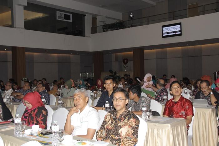 para peserta seminar nasional