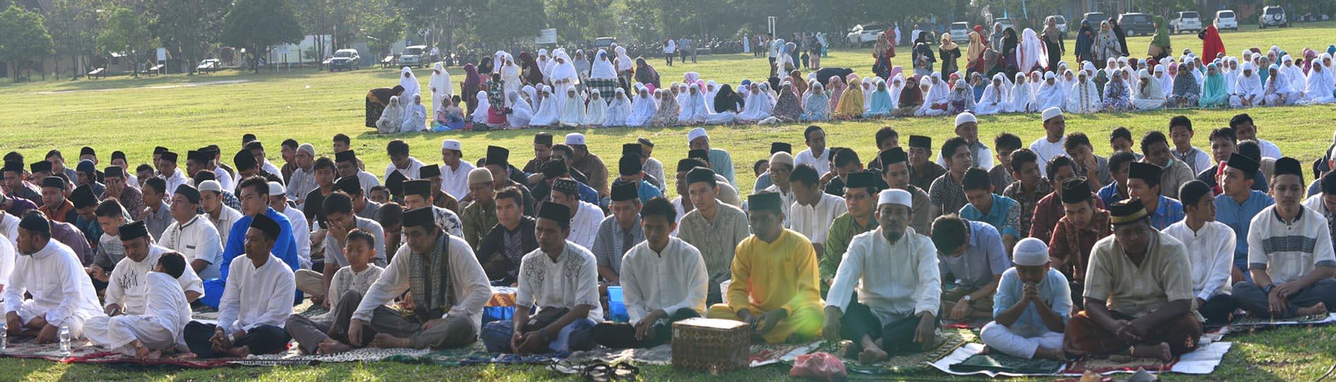jemaah shalat idul adha di lingkungan UR