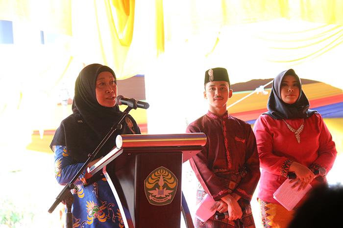 Ketua Milad ke-55 Universitas Riau Dr Sri Indarti SE MSi memberikan sambutan