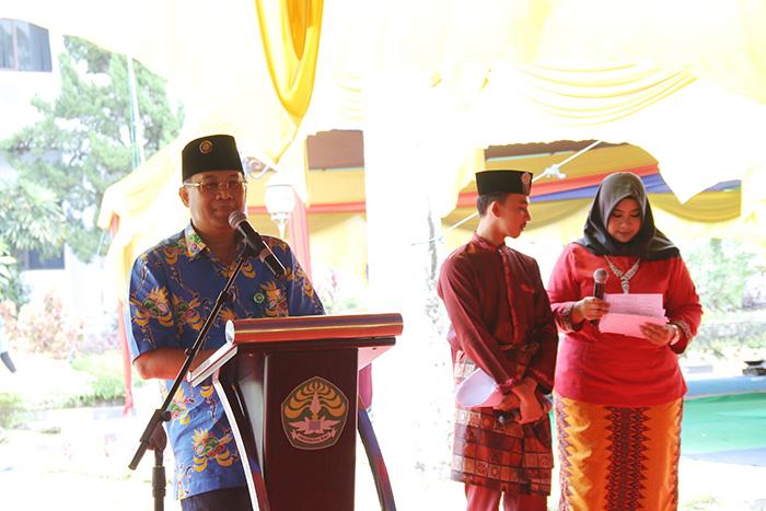 Rektor Universitas Riau Prof Dr Ir Aras Mulyadi DEA  memberikan sambutan