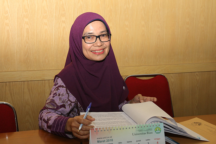 Ketua Tim AIPT Unri Dr Reni Suryanita MT