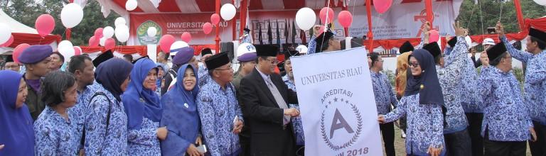 Lounching komitmen semua unsur di lingkungan Unri untuk mendukung Universitas Riau memperoleh Akreditasi A pada tahun 2018