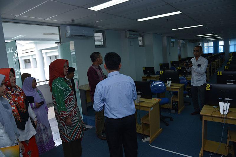 kunjungan tim BAN-PT ke fakukultas ekonomi dan bisnis