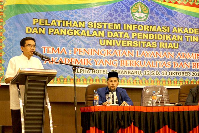 Prof Dr Ir Thamrin MSc membuka acara