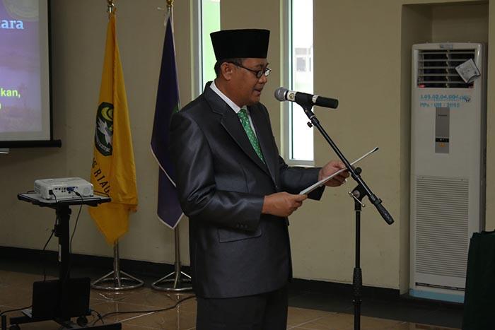 Rektor UNRI Prof. Dr. Ir. Aras Mulayadi, DEA melantik Wakil Direktur Program Pascasarjana Unri
