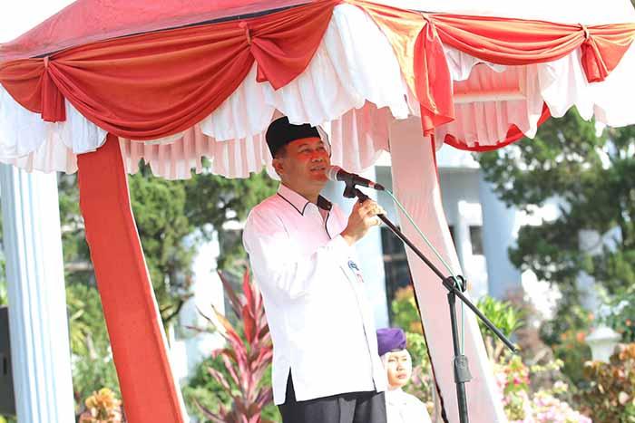 Rektor UNRI Prof Dr Ir Aras Mulyadi Dea Memberikan Amanat
