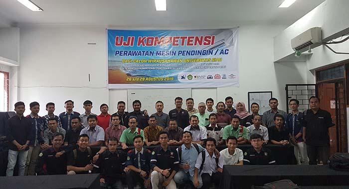 Tim PPK Peserta dan Instruktur pada Kegiatan Uji Kompetensi Perawatan Mesin Pendingin AC bagi Calon Wirausahawan Universitas Riau tahun 2019