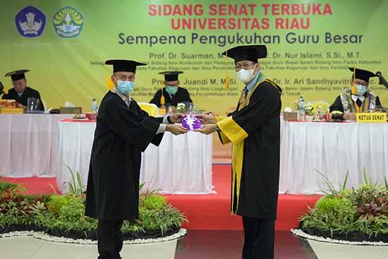 Pendidikan Bermutu Bermula Dari Tenaga Pendidik Yang Profesional (Sumber: HUMAS Universitas Riau)