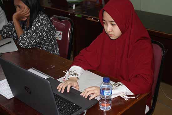 SMKS FARMASI IKASARI (RUANGAN (MULTIMEDIA 1) (Sumber: HUMAS Universitas Riau)