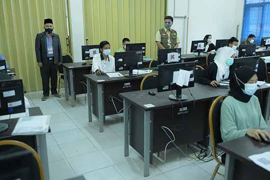 Ketua Pusat UTBK-SBMPTN UNRI Tinjau Pelaksanaan Ujian (Sumber: HUMAS Universitas Riau)