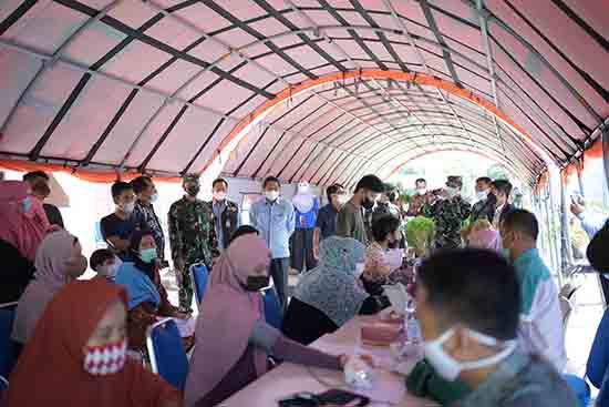 "IKA–RSUNRI-Korem 031/ Wira Bima Menuju ""Herd Immunity"" (Sumber: HUMAS Universitas Riau)"